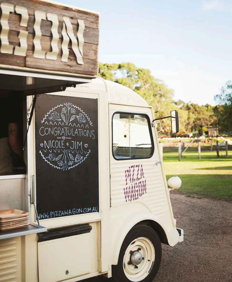 Foodtruck - Nicole & James' Wedding at The Barn The Briars