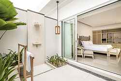 COMO Uma Canggu - Garden Patio Room - Patio with outdoor shower