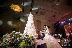 Wedding Cake at Pullman Hotel - Real Weddings